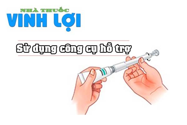 Cách đặt thuốc phụ khoa bằng dụng cụ bơm
