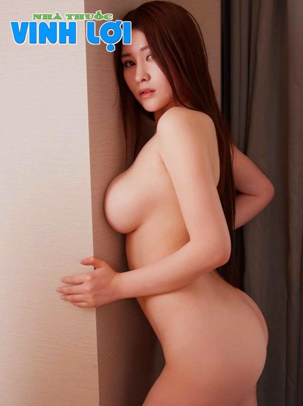 Hình ảnh vú to mông cong của em gái