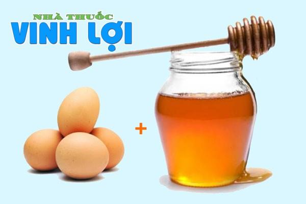 Kết hợp trứng gà và mật ong xóa mờ vết thâm