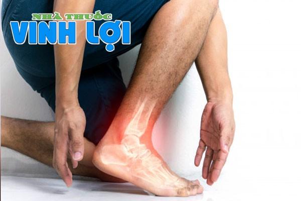 Đau gót chân có thể gây ra do bị viêm gót chân