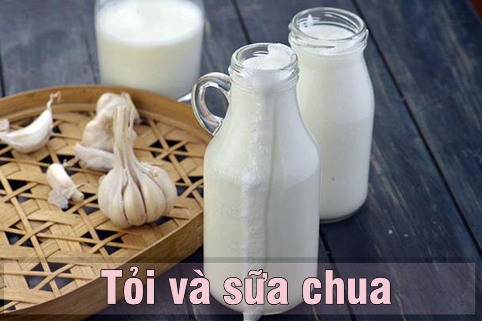 Dùng tỏi và sữa chua trị mụn ẩn dưới da
