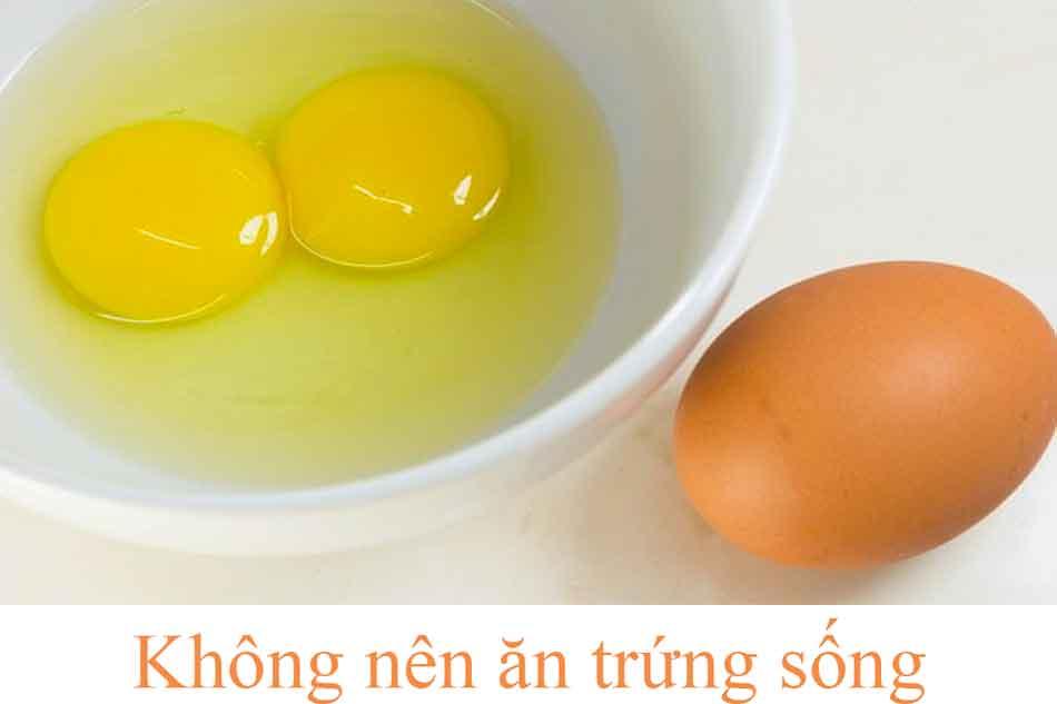 Hạn chế ăn trứng sống