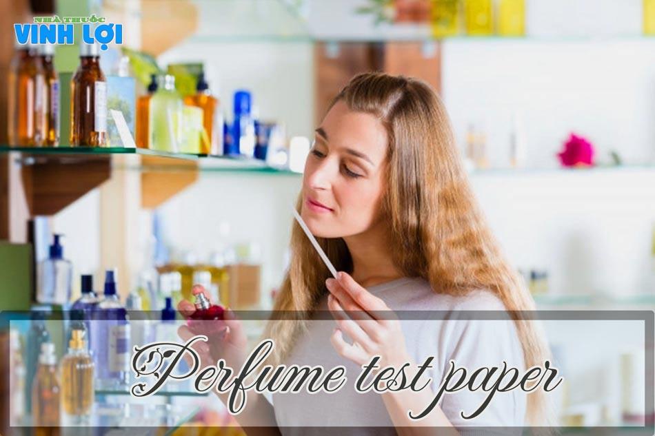 Sử dụng giấy thử mùi để xác định chính xác mùi hương nước hoa hơn