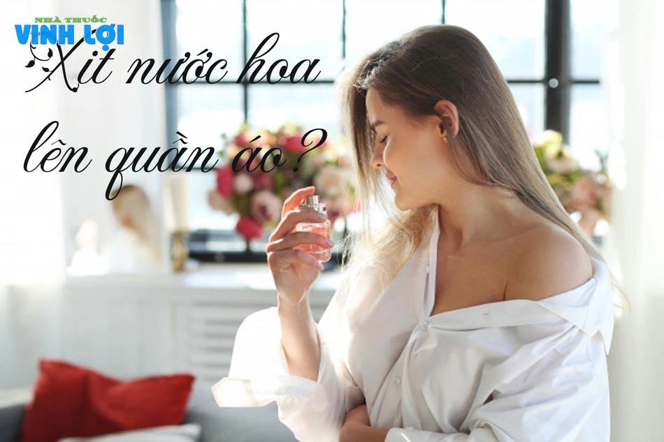 Xịt nước hoa lên quần áo sẽ khiến nước hoa không phát huy được hết mùi hương